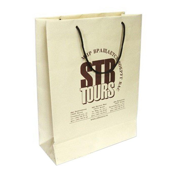Пакет з фірмовим логотипом компанії